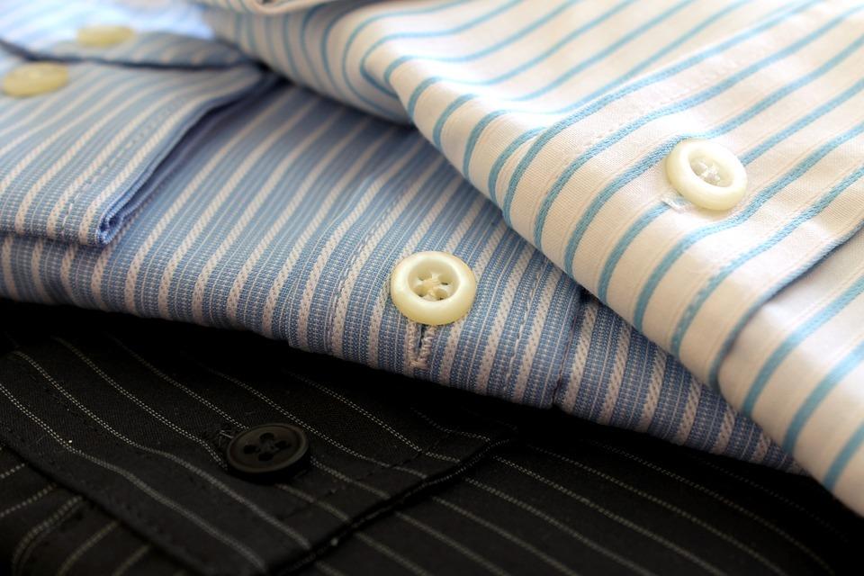 スーツの中に着るシャツの役割とは