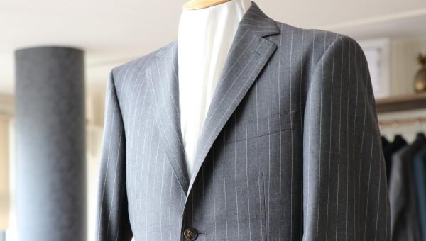 ハリソンズのグレーストライプで作るビジネススーツ