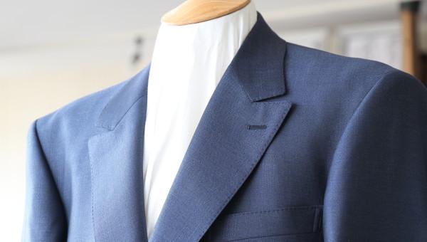 チェルッティのシルク生地で仕立てるスーツ