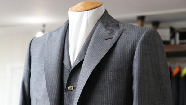 チェルッティ シルクエッセンスのスーツ