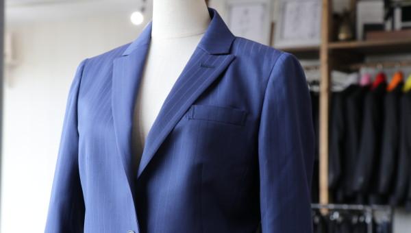 イタリア、ビエレッシの生地で仕立てるレディーススーツ