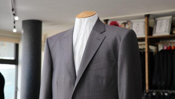 レダ、マイヨールの絶妙な色合いで作るスーツ