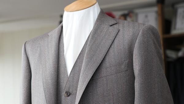 個性的な生地で仕立てる英国紳士の装い