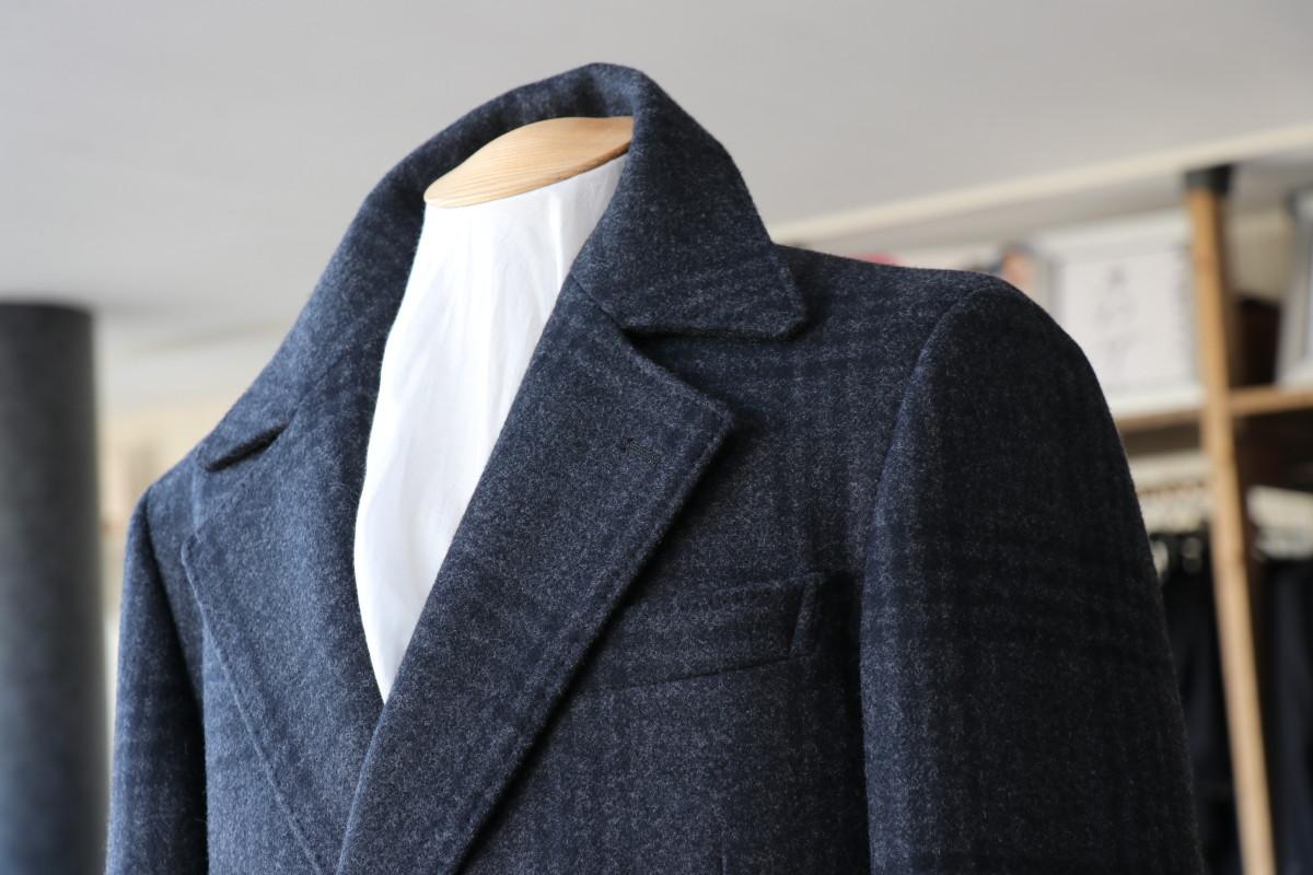 初めてオーダーするコートは「軽さ」がポイント