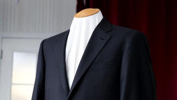 ルイージ・コロンボで仕立てたビジネススーツ