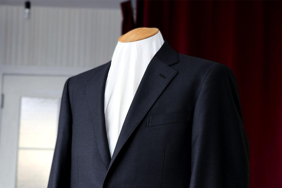 ナポリ アリストンのスリーピーススーツ