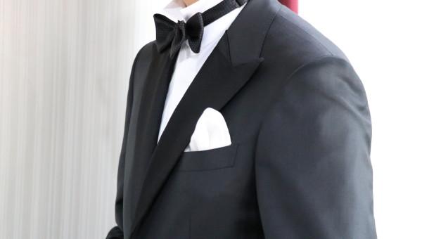 結婚式参列 フォーマルスーツのためのポケットチーフ
