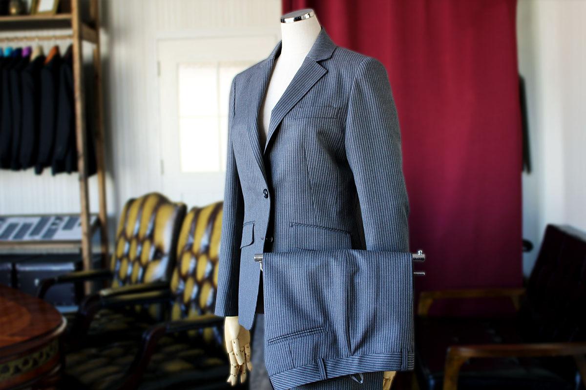 レディースのビジネススーツ