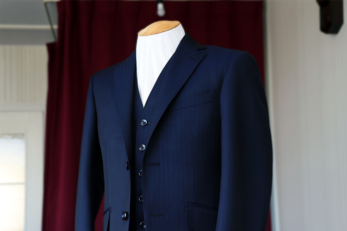 カノニコのモヘア混のネイビースーツ