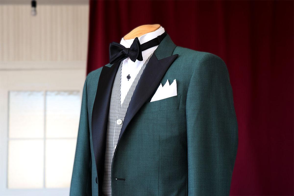 新郎衣装にグリーンのファンシータキシードを仕立てる