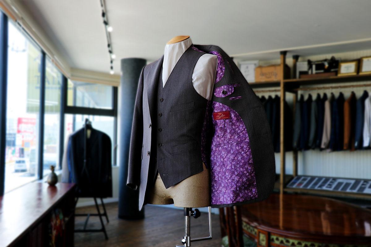 「ミスシャーロック」滝藤賢一さん演じる礼紋のスーツ