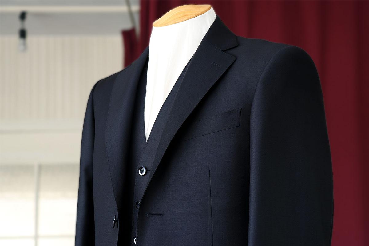 デルフィノのsuper160の生地で作るスーツの表情