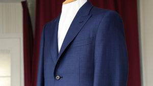 S様タキシード納品。衣装に合わせた木製蝶ネクタイ
