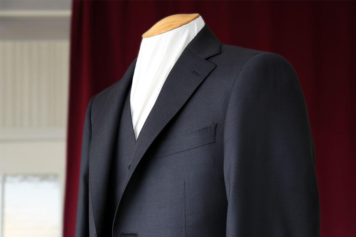 卒業生からチェルッティのスーツをプレゼント