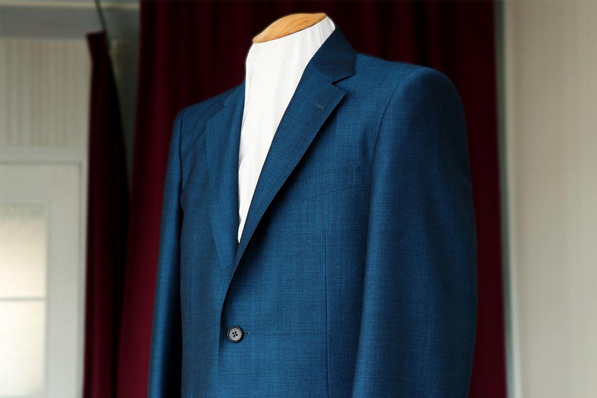 ブルーグリーンのスーツを仕立てる