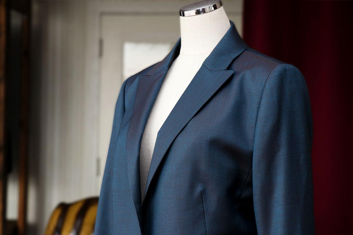 トラバルド・トーニャで作るソラーロレディーススーツ