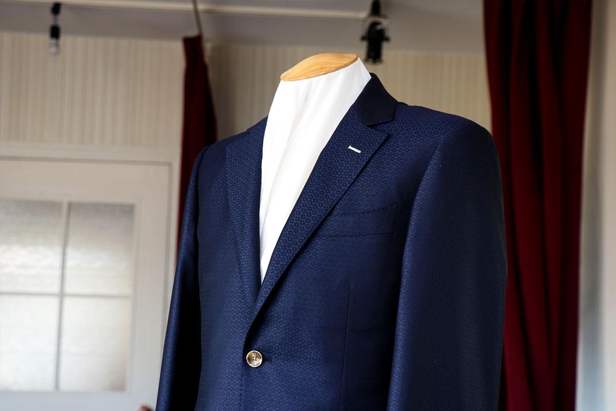 デルフィノの高級シルク生地で作るビジネススーツ