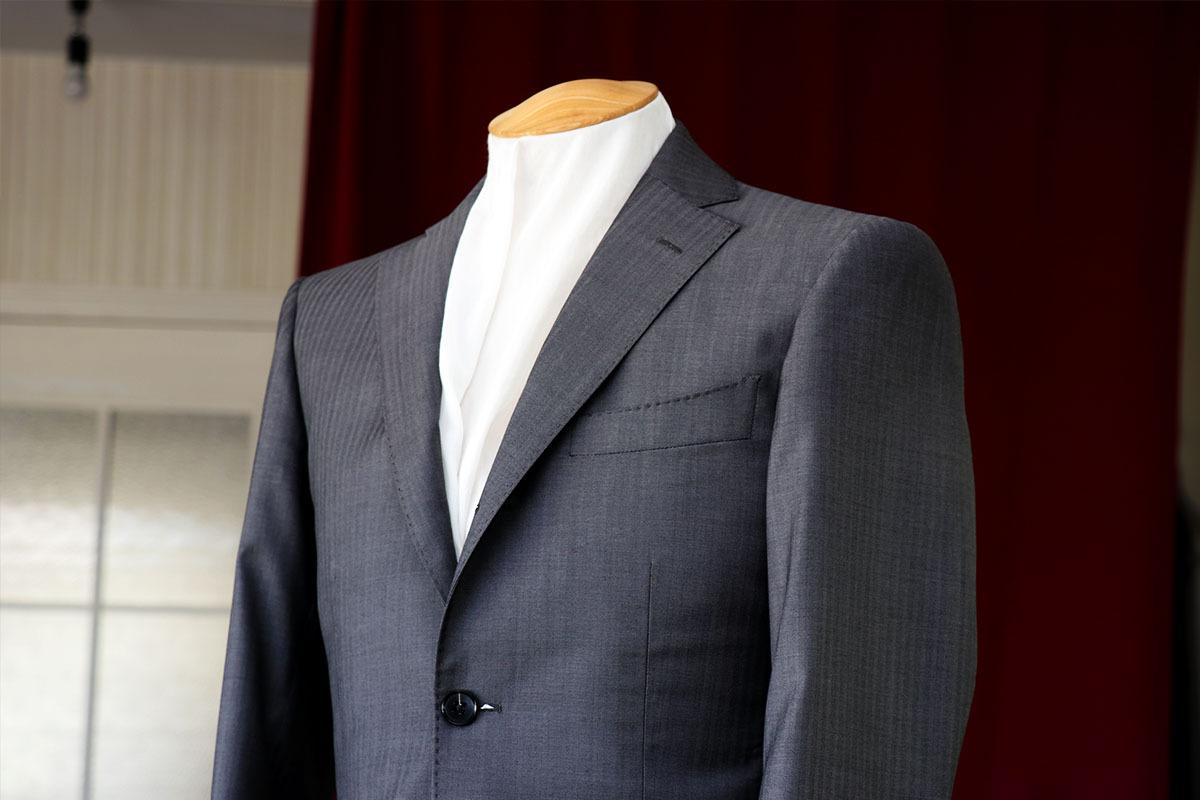 ロロピアーナのヘリーンボーン柄で作るビジネススーツ