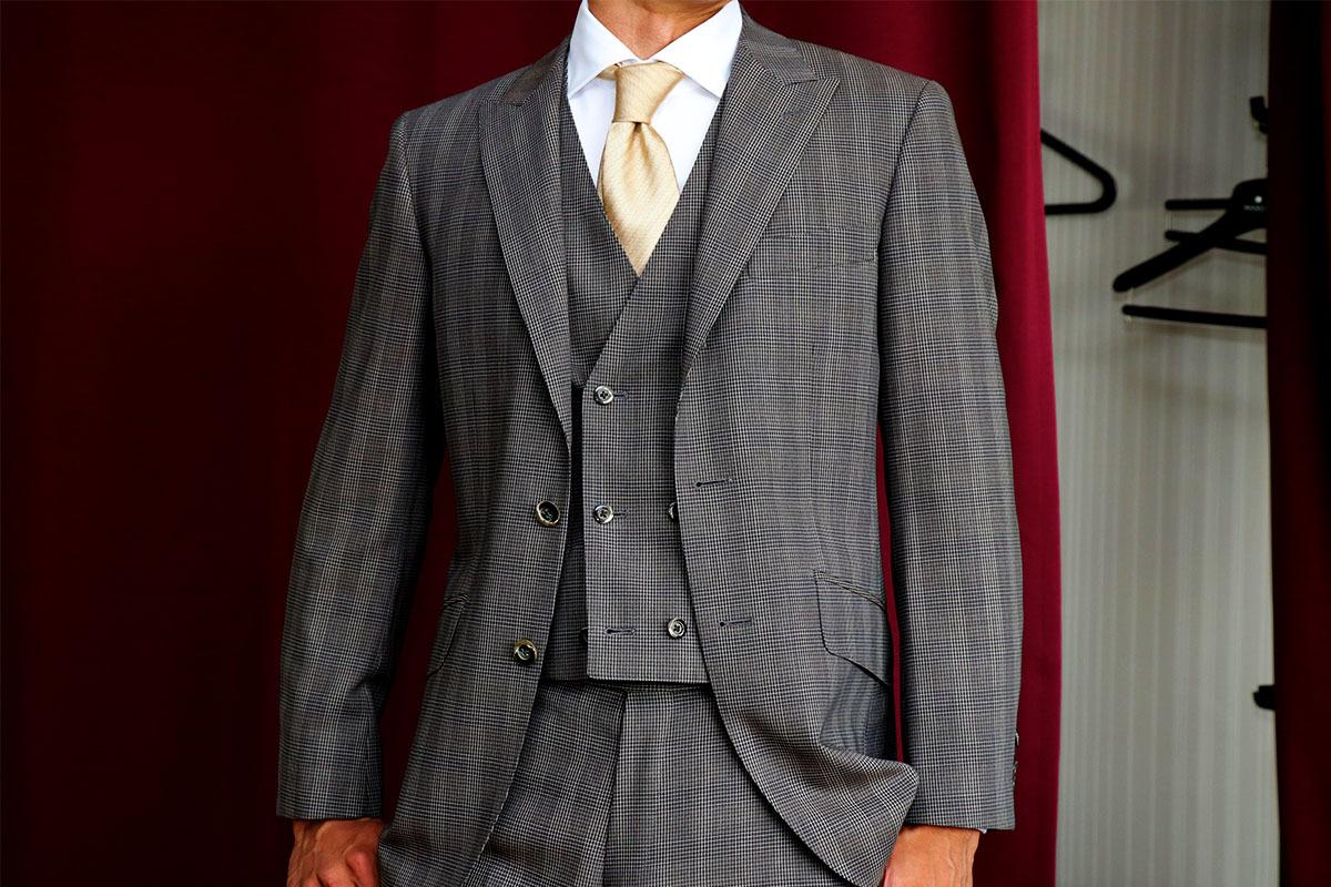 結婚式参列のための一張羅スーツ