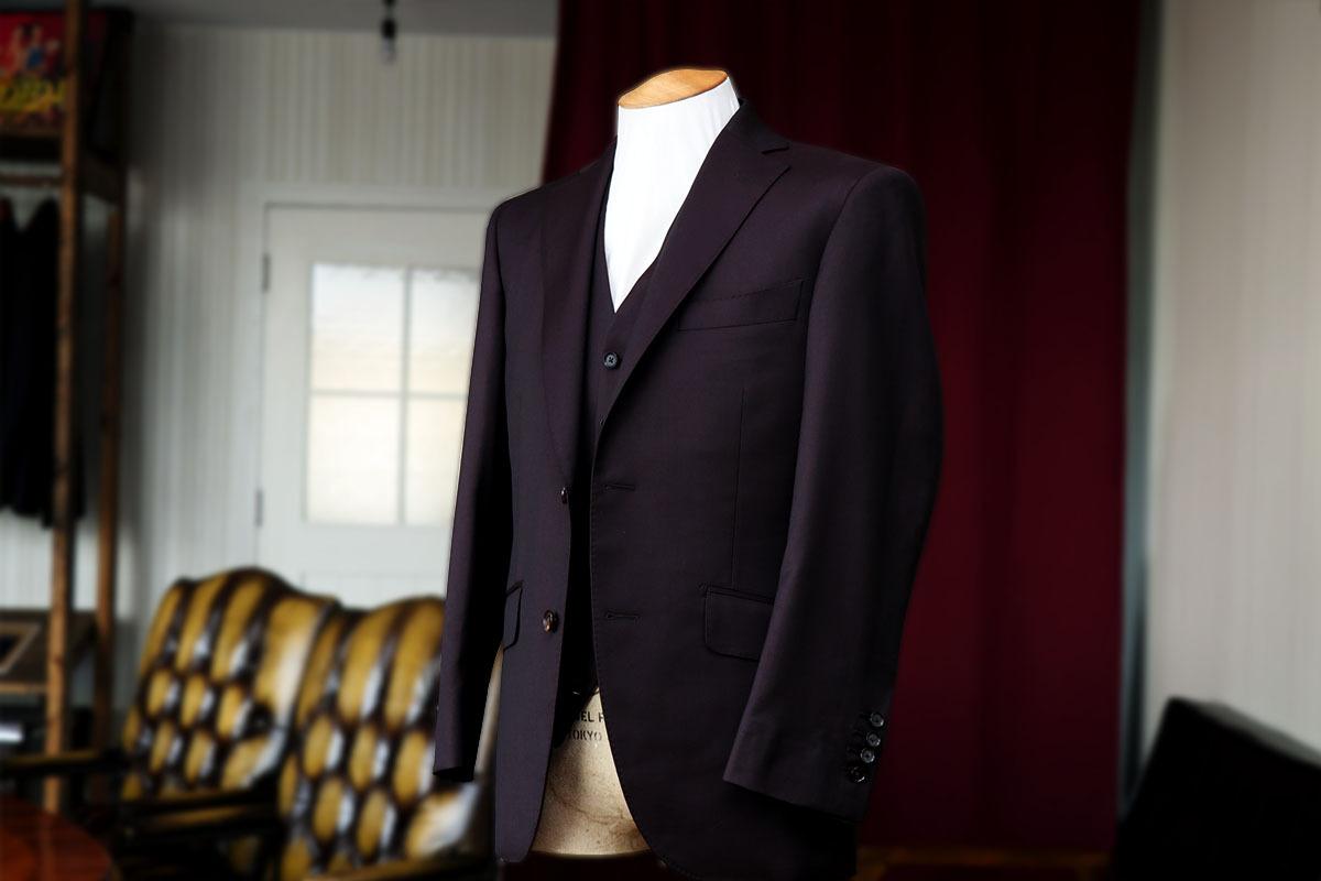 トラバルドトーニャのブラウンスーツの光沢