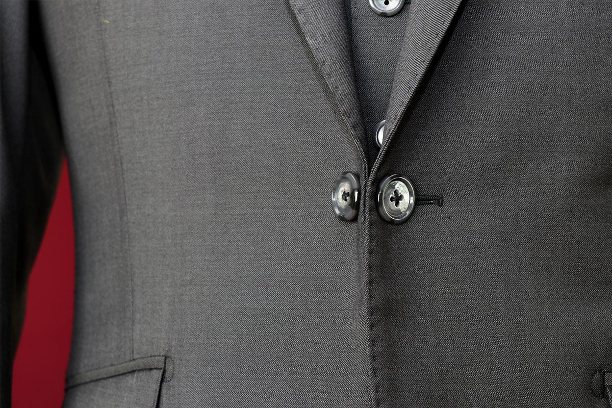 ロロピアーナの生地で作る拝みボタンのスーツ