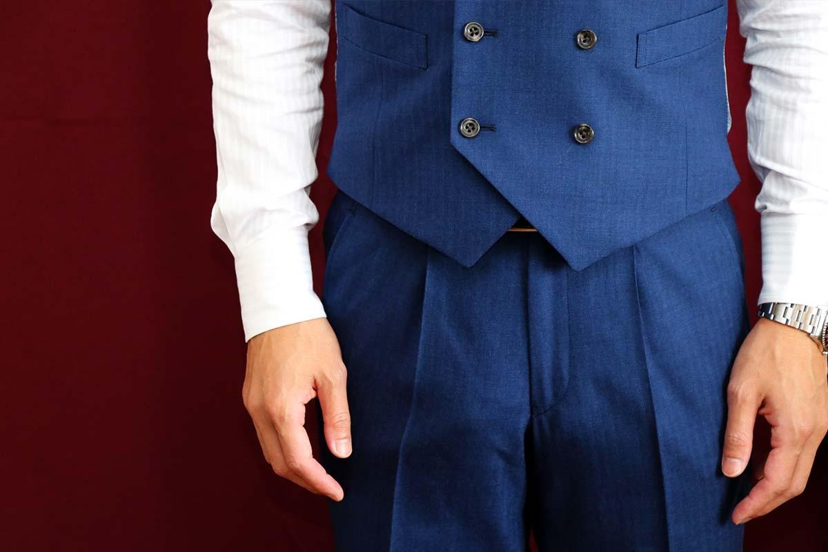 秋冬オススメのスーツの着こなし方「温度変化に対応するビジネスコーデ」