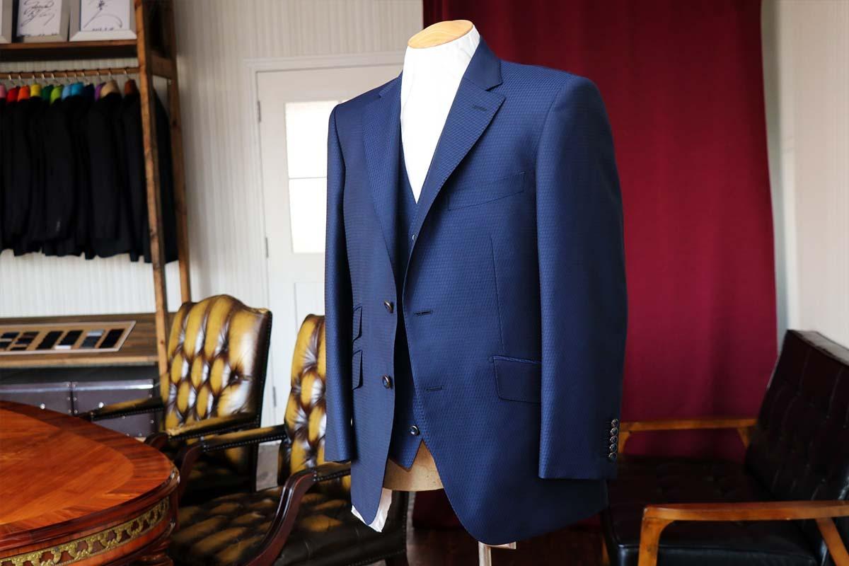 アリストンの個性的な織り柄が煌るビジネススーツ