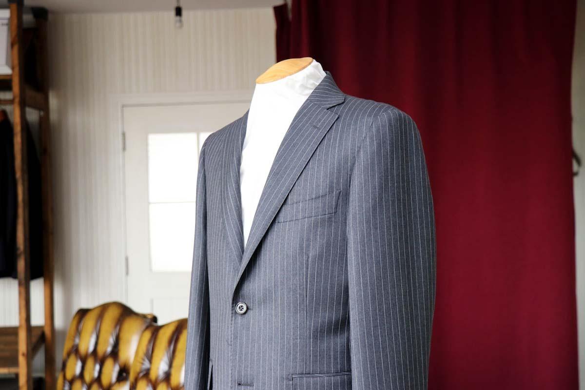 ピンストライプのイギリス生地で作るビジネススーツ