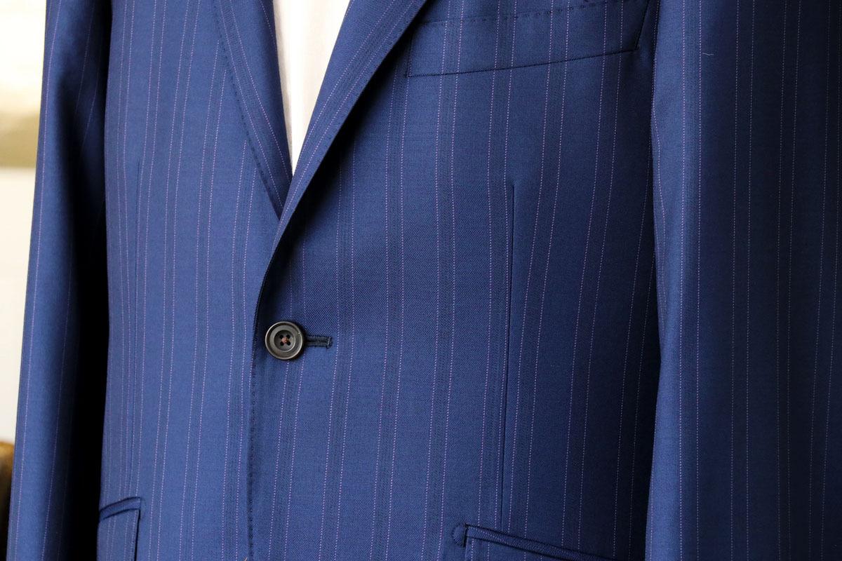 幅の広いストライプと発色の素晴らしいバルベラのスーツ