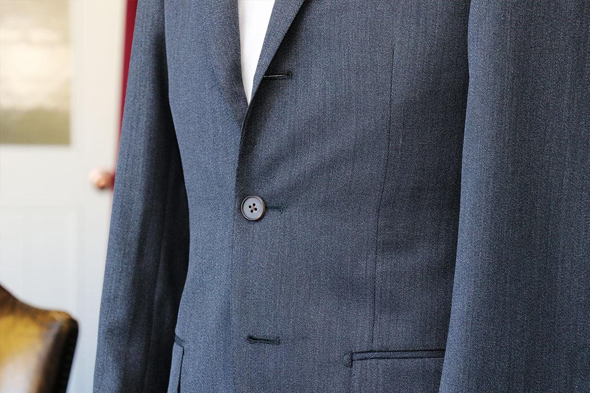 ミディアムグレーのカバードクロスで作るビジネススーツ