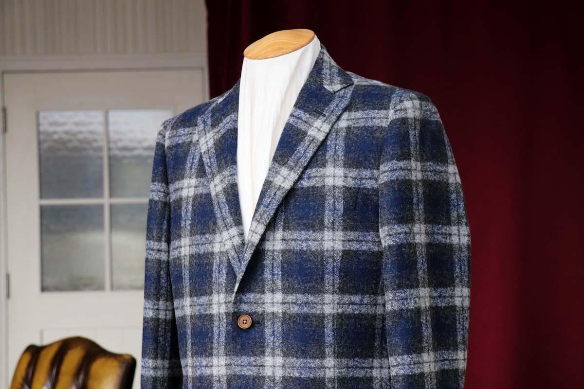 フェルラの高級なジャケット生地にて装うオフタイム