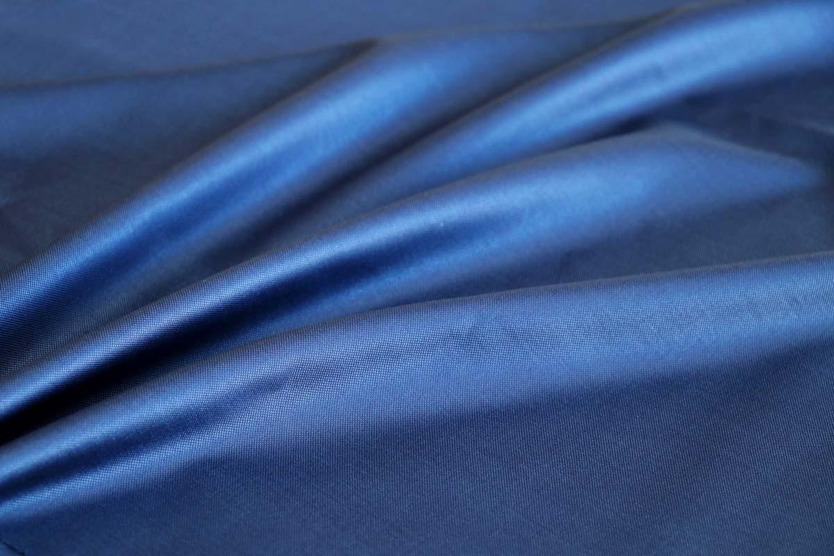 スーツの高級感を演出する光沢を生む4つの要素