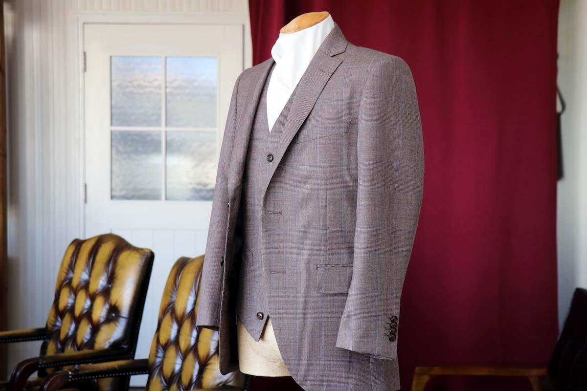 イギリスの名門「ハリソンズ」で仕立てる魅力のオーダースーツ