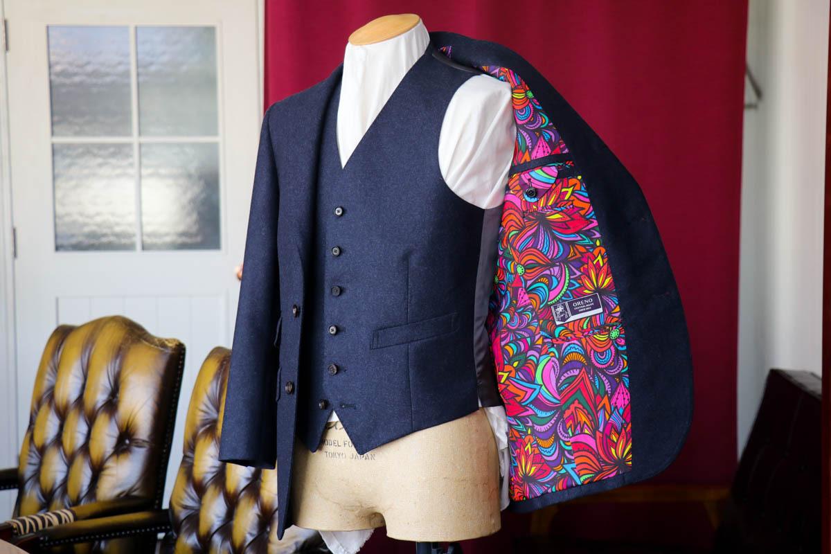 個性的な裏地とナポリのスーツの風合い