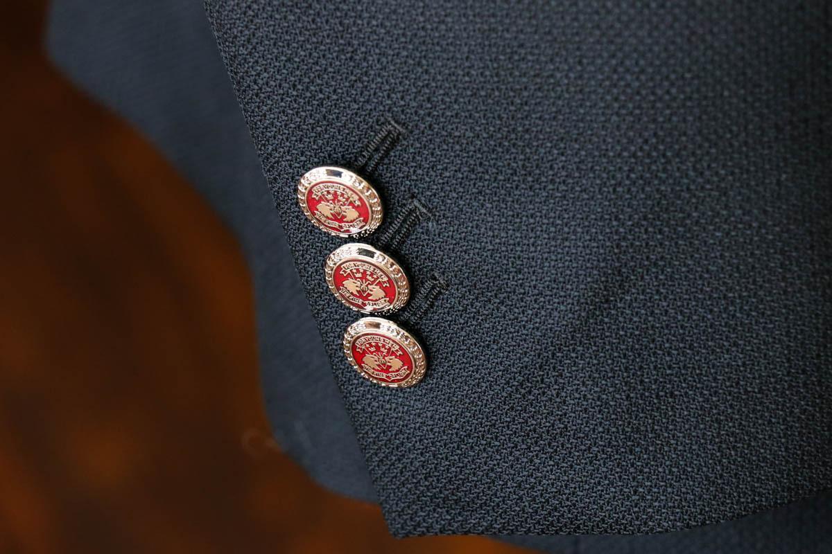 七宝焼きメタルボタンを配したブレザーのオーダー