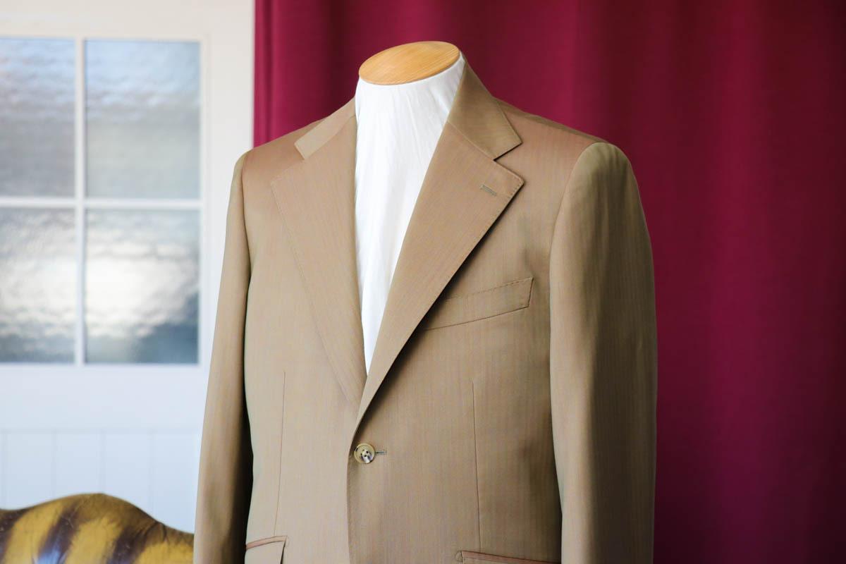 ロロピアーナのソラーロで仕立てるサマースーツ