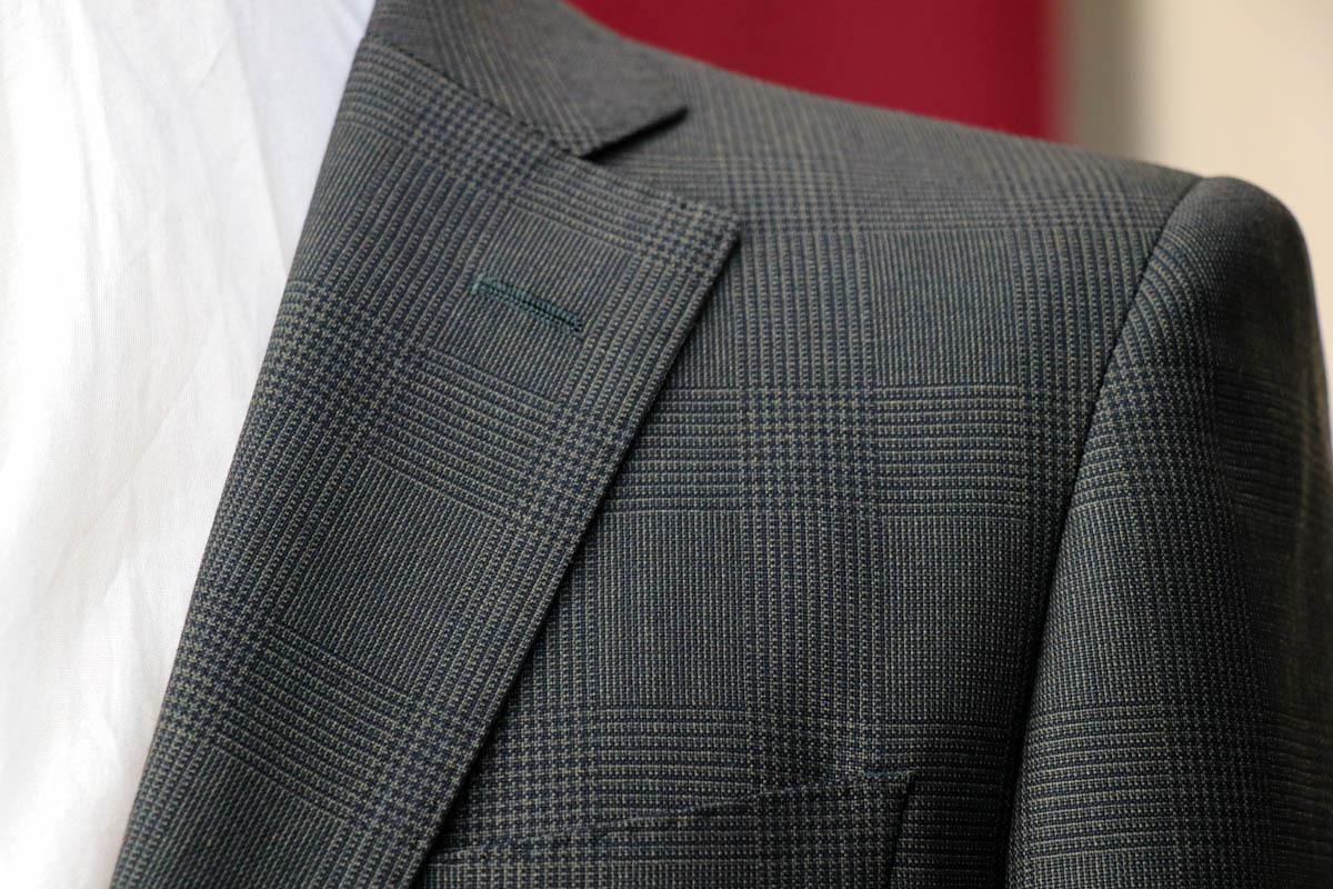 スミスウーレンズの春夏素材「アバカス」で仕立てるグレンチェックのグリーンスーツ