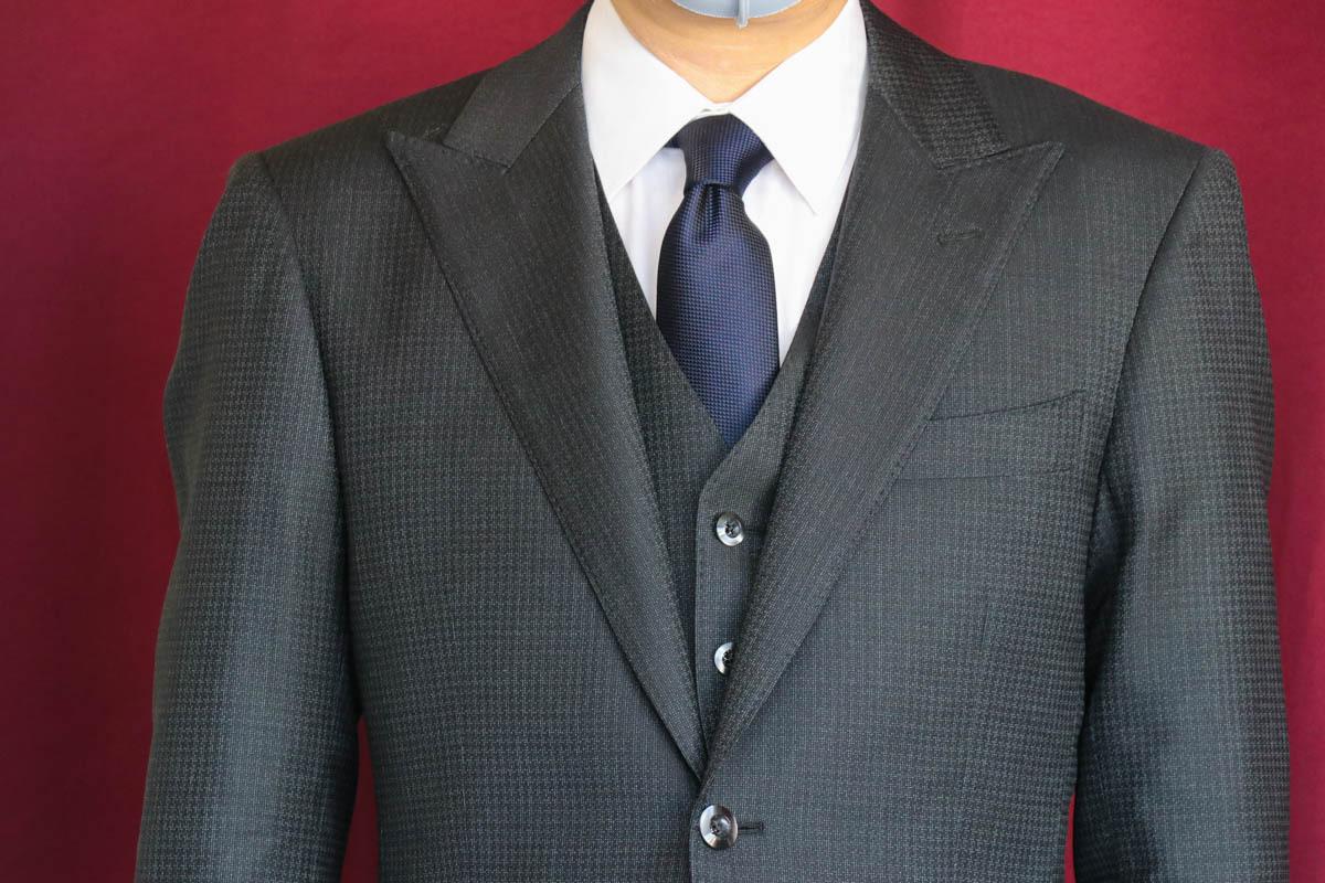 イタリアのデルフィノの生地で仕立てるスーツにてドビー織の品を知る