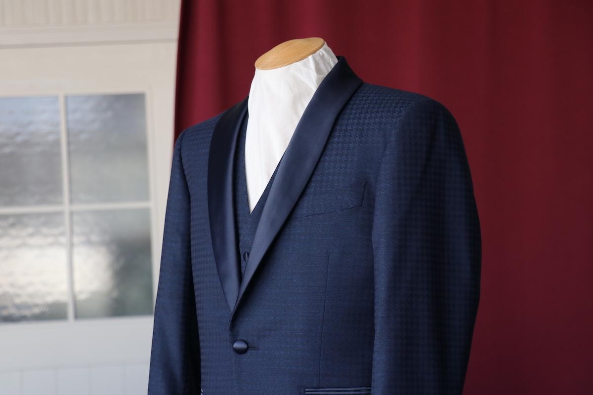 織り柄が華やかなナポリの生地にてショールタキシードの仕立て
