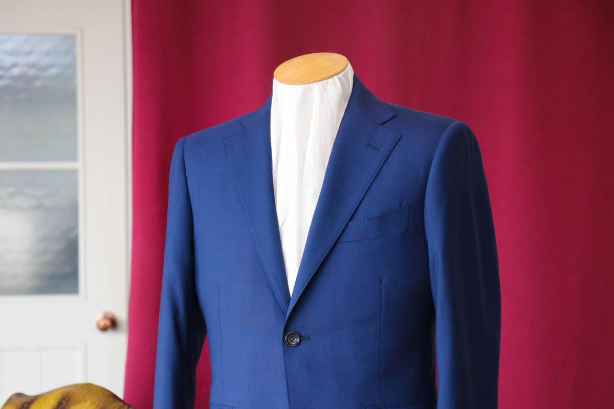 ゼニアの盛夏用スーツで乗り切る夏のビジネスシーン