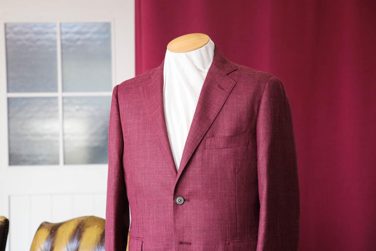 レッドの色合いが鮮やかな三者混ホップサックジャケット