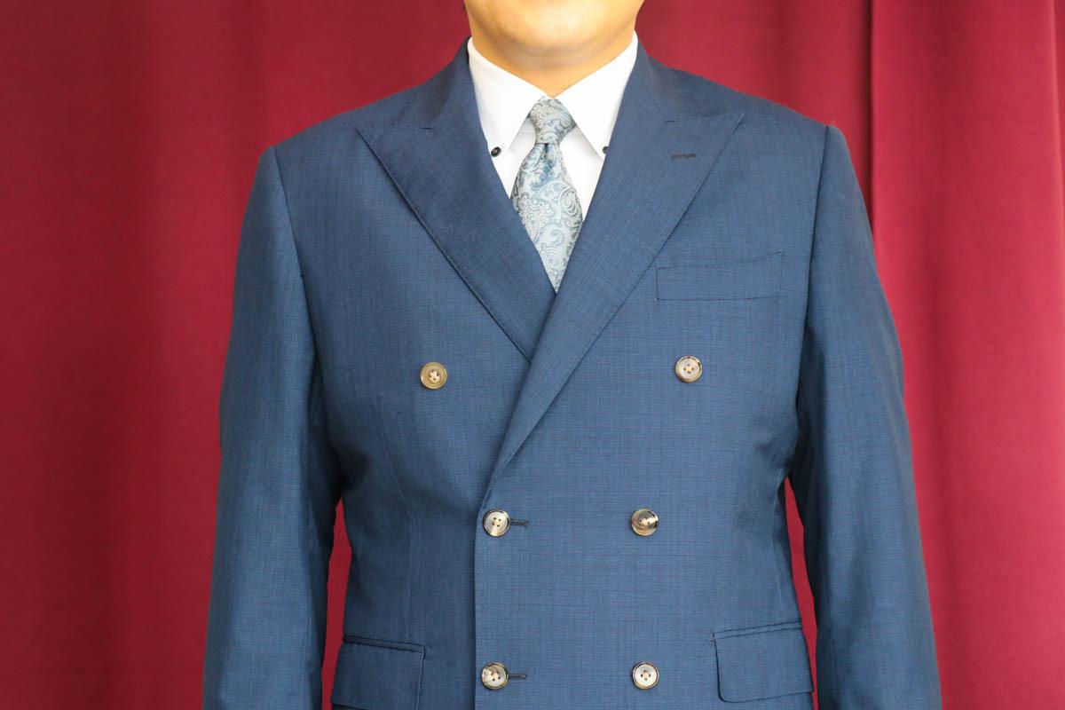0.5柄のイギリス生地を使用したダブルブレストスーツの仕立て