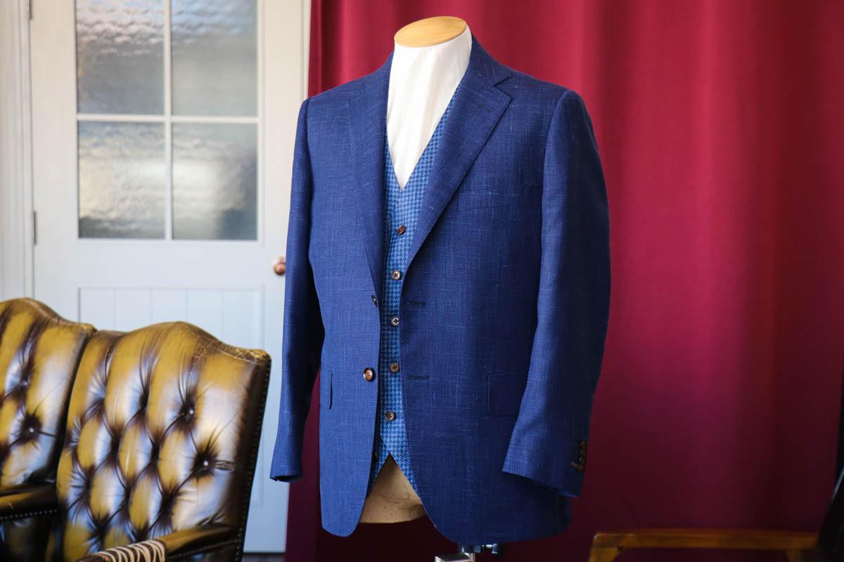 ウールシルクのロロピアーナのジャケット生地で仕立てるサマーカジュアルスタイル