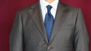 イギリス、フォックスブラザーズのジャケットと国産、葛利毛織のコートのコーディネート