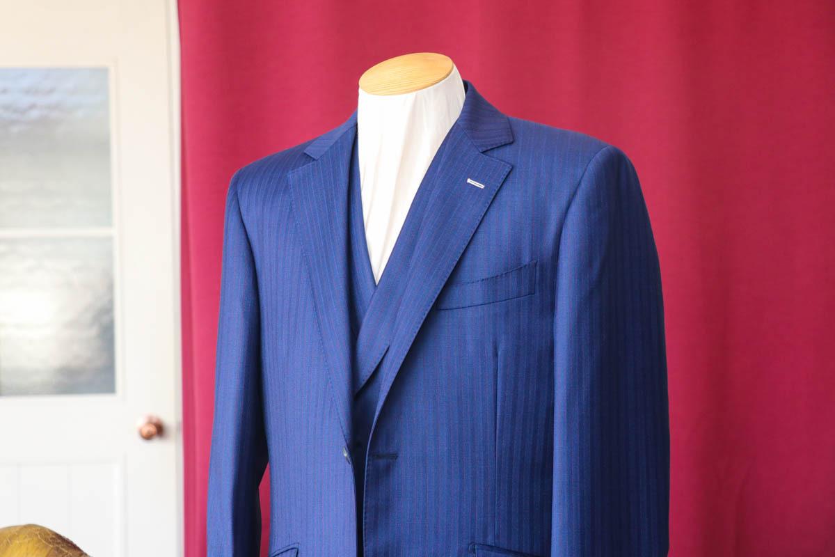 フランス産のドーメルの生地のデザインをビジネススーツに