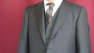 グリーンのシルク混の生地で仕立てるスーツにリメイク可能なタキシード