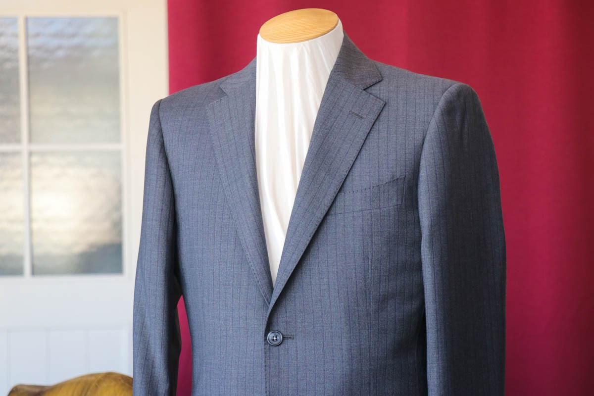 ロロピアーナのスーパー150sの高級感を纏う