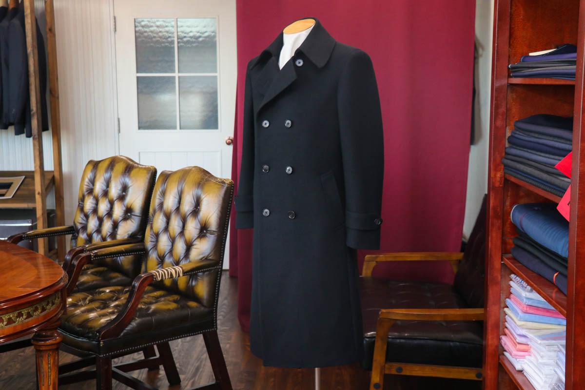 ロング丈のPコートを国産ブランドのカシミア混生地で仕立てる