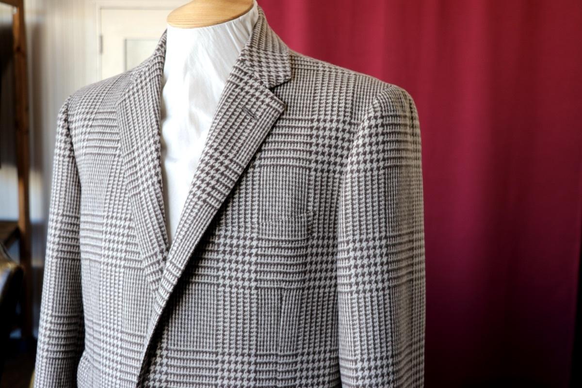 Cesare Gattiのグレンチェックで仕立てる紳士なチェスターコート