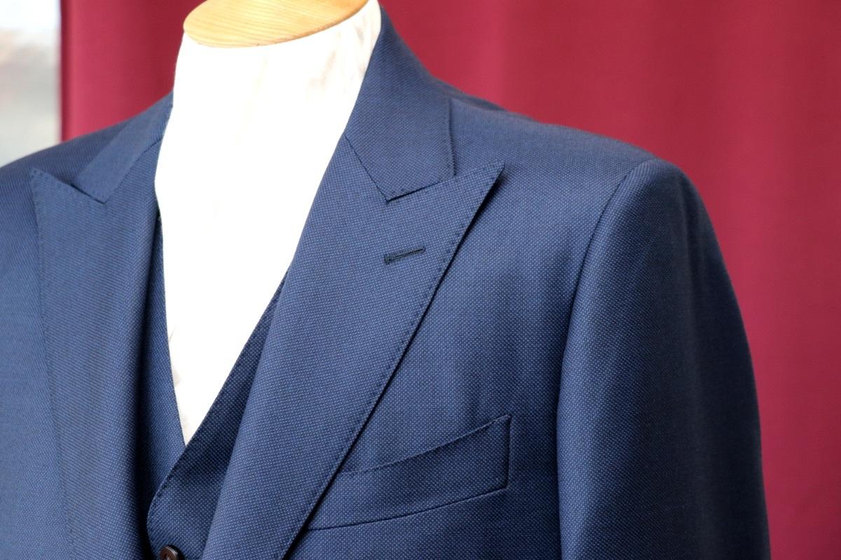 スーツの定番柄【バーズアイ】の表情を知る